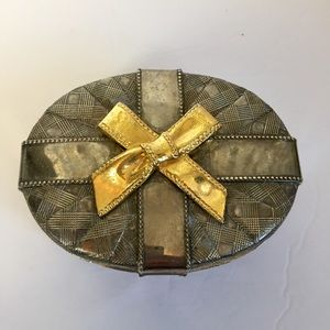 Small metal trinket box with bow 🎁